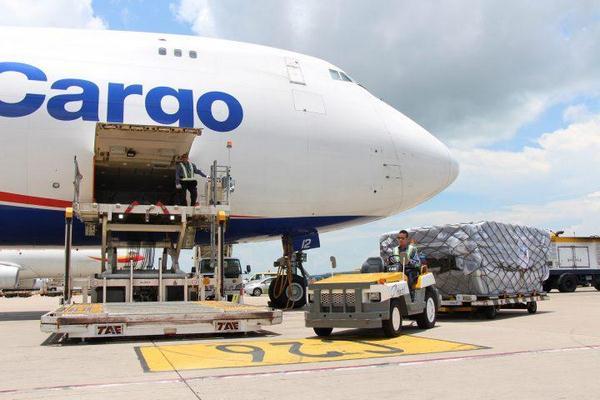 đường hàng không là phương thức vận chuyển được quan tâm nhiều